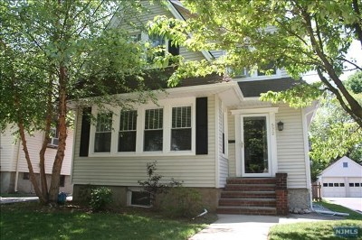 Teaneck Single Family Home For Sale: 572 Cumberland Avenue