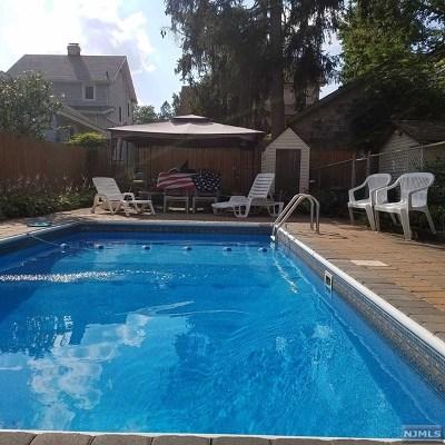 Teaneck Single Family Home For Sale: 866 Garrison Avenue