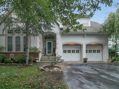 Oakland Single Family Home For Sale: 12 River Dell