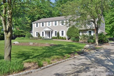Upper Saddle River Single Family Home For Sale: 4 Yeoman Drive