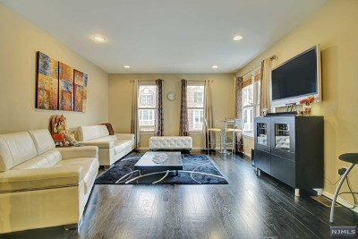 West New York Condo/Townhouse For Sale: 435 Albany Court
