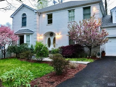 Paramus Single Family Home For Sale: 143 Douglas Drive