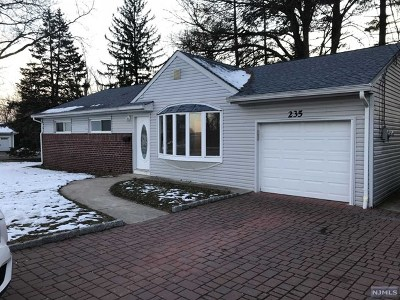 Paramus Single Family Home For Sale: 235 North Farview Avenue