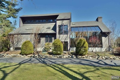 Mahwah Single Family Home For Sale: 581 Ramapo Valley Road