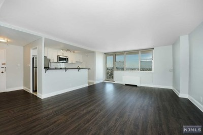 West New York Condo/Townhouse For Sale: 6040 Boulevard East #24m