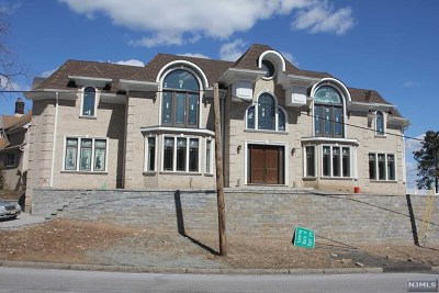 Fort Lee Single Family Home For Sale: 1 State Rt 5