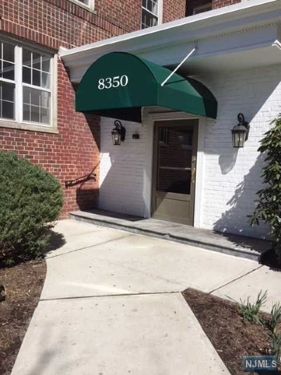 North Bergen Condo/Townhouse For Sale: 8350 Boulevard East #2d