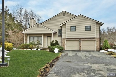 Franklin Lakes Condo/Townhouse For Sale: 2 Bentley Drive