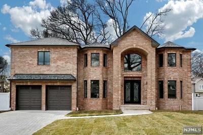Paramus Single Family Home For Sale: 295 Beechwood Drive