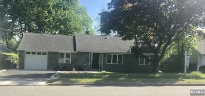 Paramus Single Family Home For Sale: 434 East Ridgewood Avenue
