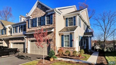 Montvale Condo/Townhouse For Sale: 8 Autumn Way