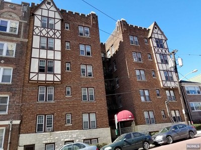 West New York Condo/Townhouse For Sale: 6015 Kennedy Boulevard #1b
