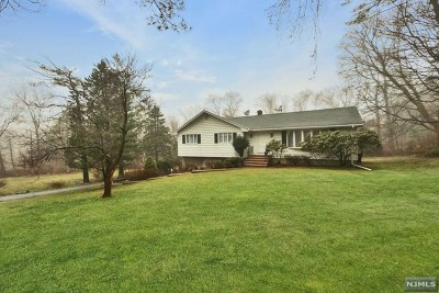 Montvale Single Family Home For Sale: 32 Spring Valley Road
