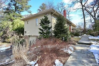 Glen Rock Single Family Home For Sale: 32 Oak Knoll Road