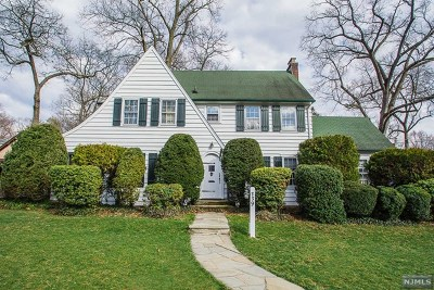 Ridgewood Single Family Home For Sale: 339 Carlton Terrace