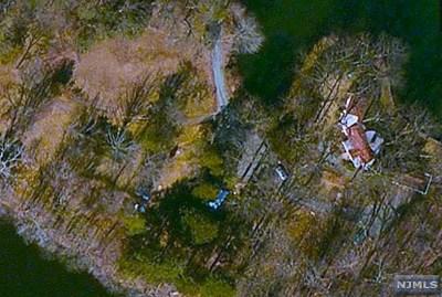 Mahwah Single Family Home For Sale: 28 Turners Lake Drive