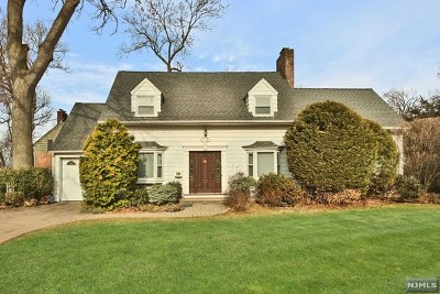 Teaneck Single Family Home For Sale: 1118 Cambridge Road