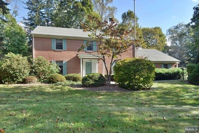 Franklin Lakes Single Family Home For Sale: 701 Bridle Way