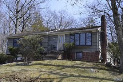 Oakland Single Family Home For Sale: 100 Hiawatha Boulevard