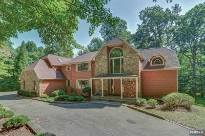 Mahwah Single Family Home For Sale: 80 Bridle Path Lane