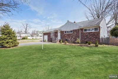 River Edge Single Family Home For Sale: 1 Warwick Court