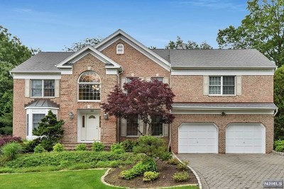 Woodcliff Lake Single Family Home For Sale: 30 Stonewall Court