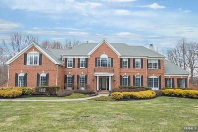 Washington Township Single Family Home For Sale: 2 Middlesworth Farm Road