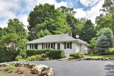 Mahwah Single Family Home For Sale: 65 Malcolm Road