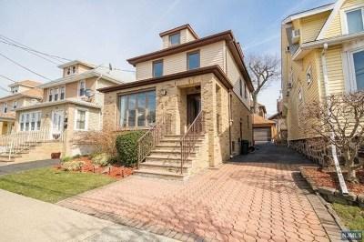 Cliffside Park Single Family Home For Sale: 520 Longview Avenue
