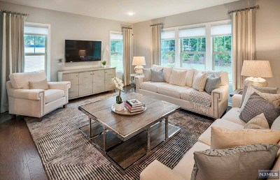 Woodcliff Lake Condo/Townhouse For Sale: 26 Winfield Drive #1002