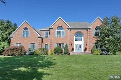 Mahwah Single Family Home For Sale: 14 Blueberry Court