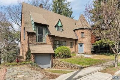 Leonia Single Family Home For Sale: 140 Paulin Boulevard