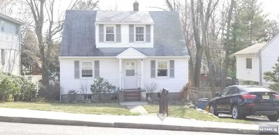 Englewood Cliffs Single Family Home For Sale: 18 West Bayview Avenue