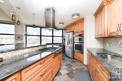 Hudson County Condo/Townhouse For Sale: 7004 Boulevard East #23b