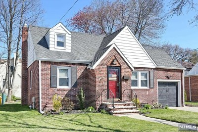 New Milford Single Family Home For Sale: 190 Clinton Avenue