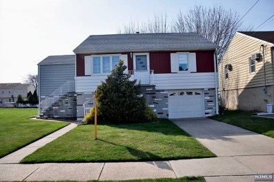 Moonachie Single Family Home For Sale: 26 Edstan Drive