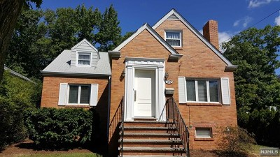 Fort Lee Single Family Home For Sale: 151 McElroy Avenue