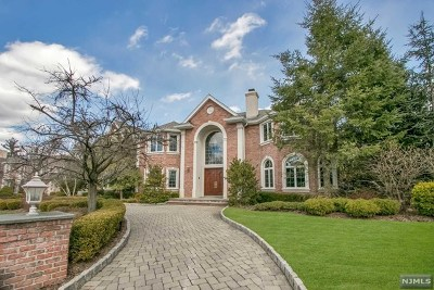 Englewood Cliffs Single Family Home For Sale: 37 Lynn Drive