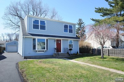 Moonachie Single Family Home For Sale: 6 Lincoln Place