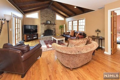 Upper Saddle River Single Family Home For Sale: 4 Canterbury Court