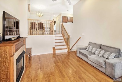 Hudson County Condo/Townhouse For Sale: 284 Roslyn Court
