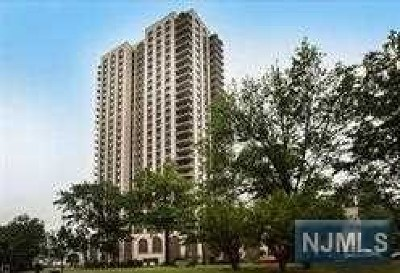 Hudson County Condo/Townhouse For Sale: 7855 Boulevard East #9a