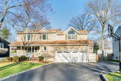 Paramus Single Family Home For Sale: 512 Berry Lane