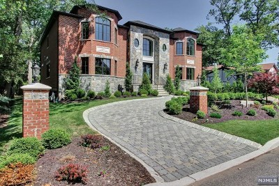 Englewood Cliffs Single Family Home For Sale: 654 Summit Street