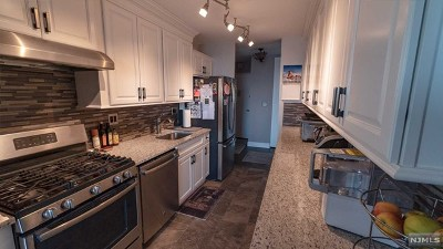 Fort Lee Condo/Townhouse For Sale: 2000 Linwood Avenue #6k