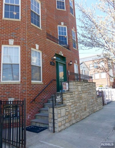 Jersey City NJ Condo/Townhouse For Sale: $299,000