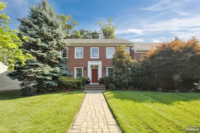 Woodcliff Lake Single Family Home For Sale: 14 Stonewall Court