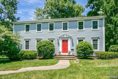Montvale Single Family Home For Sale: 8 Cardinal Court