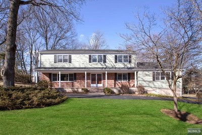 Woodcliff Lake Single Family Home For Sale: 16 Woodcrest Drive