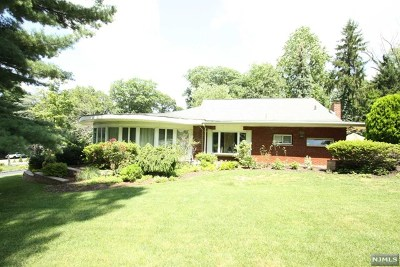 Mahwah Single Family Home For Sale: 155 Airmount Road